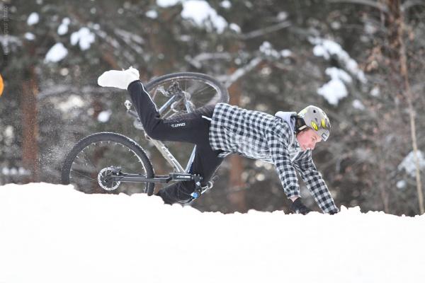 Степан Степанов демонстрирует горнолыжную технику прохождения спусков!