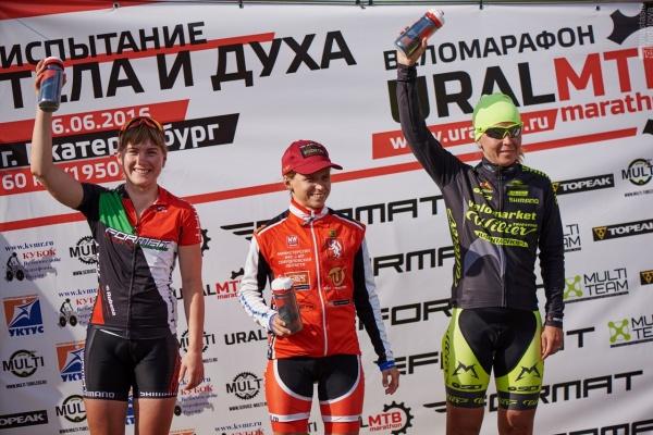 Награждение победителей стартового апхила Царица Горы в женском зачете - Ural MTB Marathon 2016