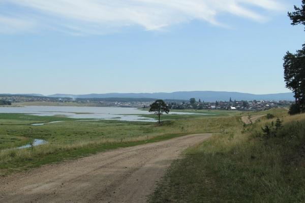 Дорога вдоль Тирлянского пруда